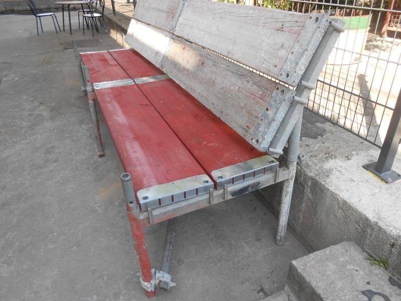 Sitzbank aus Rux Gerüstteilen