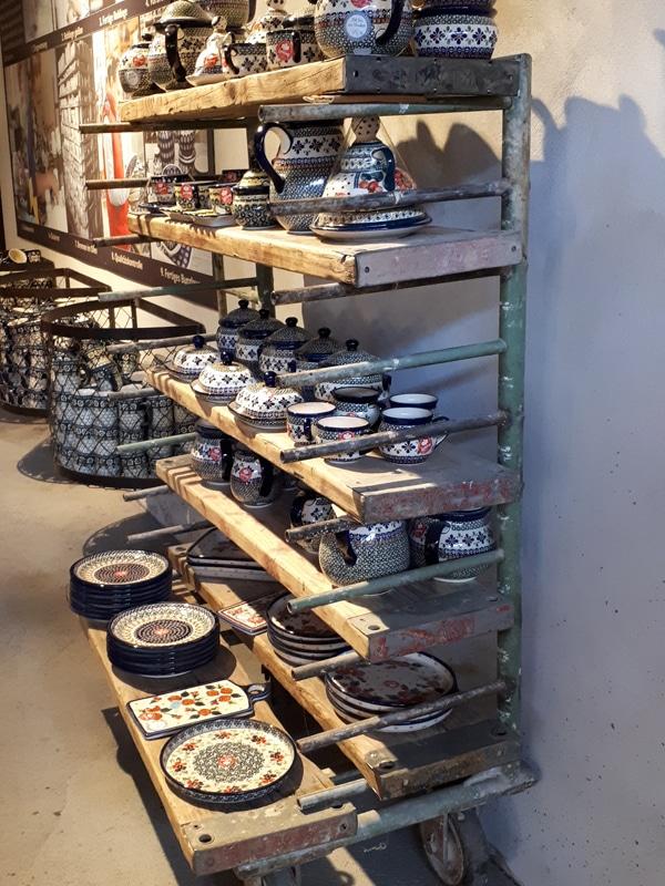Regal mit gebrauchten Rux Holzbelägen