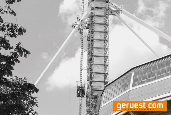 Gerüst zur Modernisierung der Pylone im Signal Iduna Park in Dortmuund.