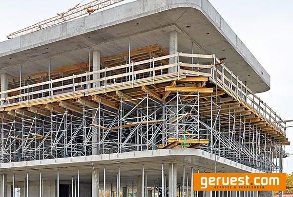 Layher Allround und Allround Traggerüst kam beim Bau des Verwaltungsgebäudes zum Einsatz_geruest_com_2
