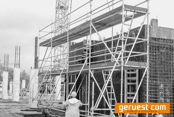 Titel Blitz Gerüst für den wirtschaftlichen Fassadengerüstbau und AllroundGerüst für den konstruktiven Gerüstbau bietet Layher moderne Systemlösungen