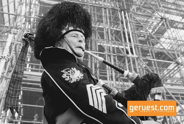 Festlich mit traditioneller Dudelsackmusik wurde der Abschluss der Gerüstbauarbeiten mit Layher Gerüst in London gefeiert