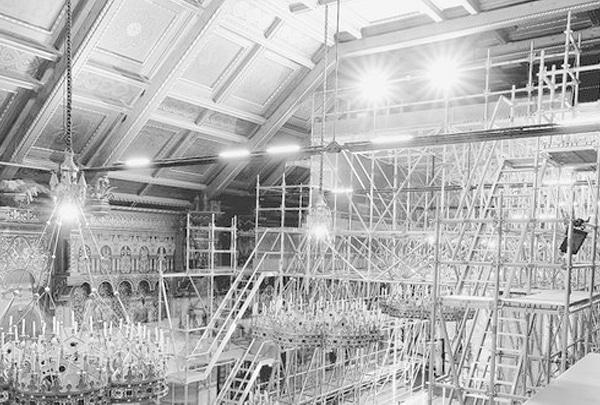 22 t plettac contur Modulgerüst türmen sich bis unter die reich verzierte Kassettendecke des Sängersaals von Schloss Neuschwanstein