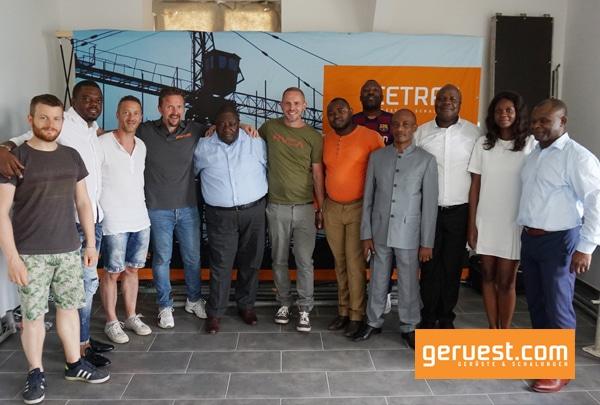 Die Teilnehmer der afriboom Wirtschaftreise 2019 machten Staion in der cetrac GmbH und informierten sich über den Kauf von Gerüsten und Schalungen