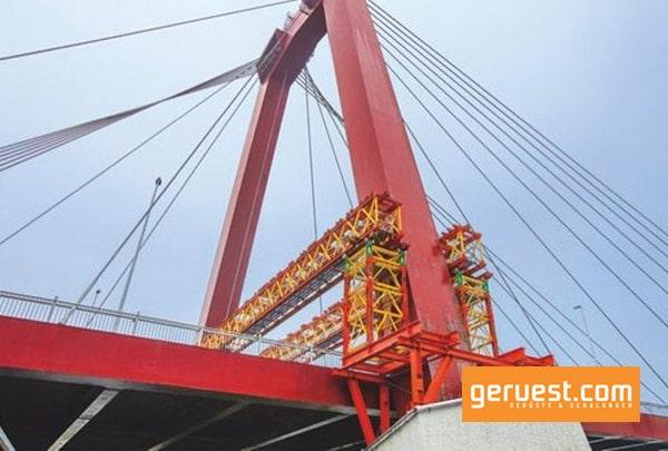 Die VBR Rüstbinder und VST Schwerlasttürme dienen zur Abtragung der hohen Lasten in die Pylonfundamente