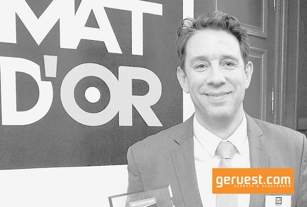 Eric Limasset, Geschäftsführer von Layher Frankreich nahm den Innovationspreis für die Entwicklung des Aluminium-Trägers FlexBeam stellvertretend für Layher entgegen