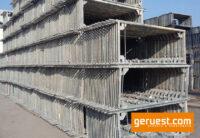 Vertikalrahmen-Layher-Blitz-Gerüst-603-qm-mit-Stahlbelägen
