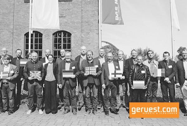 Vertreter verschiedener Mitgliedsländer der Union Europäischer Gerüstbaubetriebe (UEG) tauschten sich kürzlich in Dortmund auf der Zeche Hansemann zum Thema Ausbildung aus